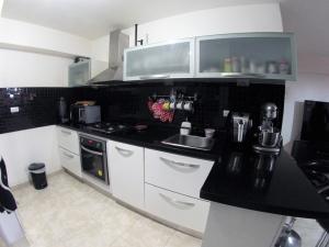 Apartamento En Venta En Caracas - Lomas del Avila Código FLEX: 19-12390 No.5