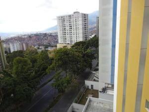 Apartamento En Venta En Caracas - Lomas del Avila Código FLEX: 19-12390 No.12