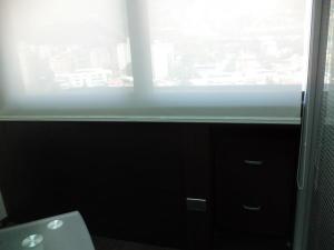 Oficina En Alquiler En Caracas En Los Dos Caminos - Código: 19-12495