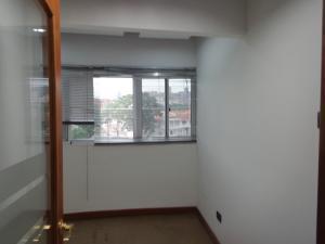 Local Comercial En Alquiler En Valencia En Valles de Camoruco - Código: 19-12839