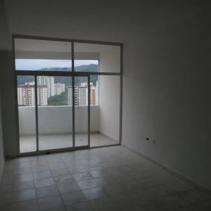 Apartamento En Venta En Valencia - Sabana Larga Código FLEX: 19-12714 No.3