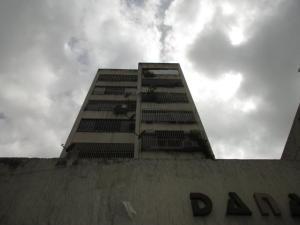 Apartamento En Venta En Caracas - Parroquia La Candelaria Código FLEX: 19-12975 No.1