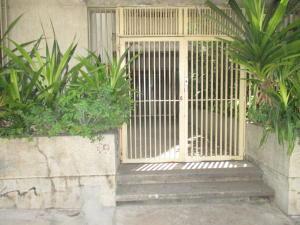 Apartamento En Venta En Caracas - Parroquia La Candelaria Código FLEX: 19-12975 No.2