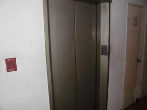 Apartamento En Venta En Caracas - Parroquia La Candelaria Código FLEX: 19-12885 No.4