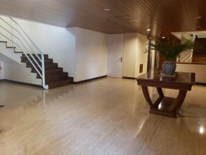 Apartamento En Venta En Caracas - Colinas de Valle Arriba Código FLEX: 19-12962 No.2