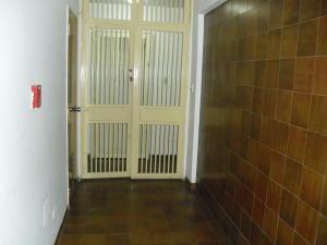 Apartamento En Venta En Caracas - Los Dos Caminos Código FLEX: 19-13404 No.3