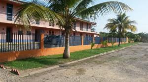 Apartamento En Venta En Higuerote - Higuerote Código FLEX: 19-13677 No.1