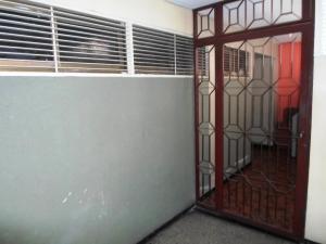 Apartamento En Venta En Caracas - Parroquia La Candelaria Código FLEX: 19-13686 No.4