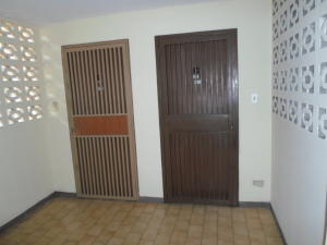 Apartamento En Venta En Caracas - Las Esmeraldas Código FLEX: 19-13715 No.1