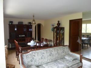 Apartamento En Venta En Caracas - Las Esmeraldas Código FLEX: 19-13715 No.3