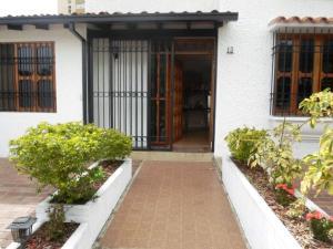 Casa En Venta En Caracas - La Boyera Código FLEX: 19-13717 No.1