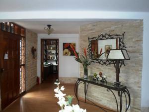 Casa En Venta En Caracas - La Boyera Código FLEX: 19-13717 No.2