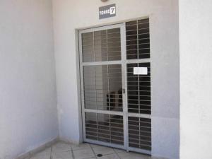 Apartamento En Venta En Municipio Los Guayos - Paraparal Código FLEX: 19-13751 No.1