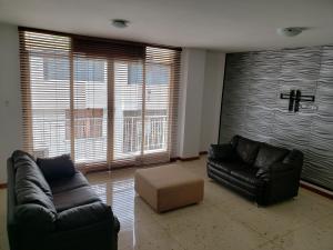Apartamento En Venta En Caracas - Los Palos Grandes Código FLEX: 19-14551 No.3