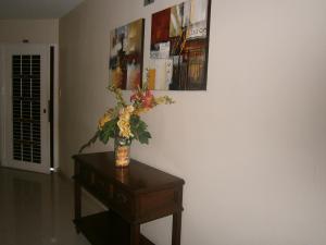 Apartamento En Venta En Valencia - Valles de Camoruco Código FLEX: 19-14834 No.1