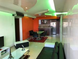 Apartamento En Venta En Valencia - Valles de Camoruco Código FLEX: 19-14834 No.2