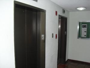 Apartamento En Alquiler En Caracas - Los Naranjos del Cafetal Código FLEX: 19-15808 No.13