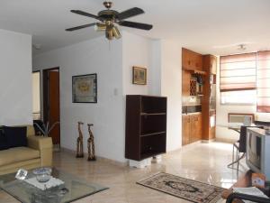 Apartamento En Venta En Valencia - Valles de Camoruco Código FLEX: 19-13545 No.2