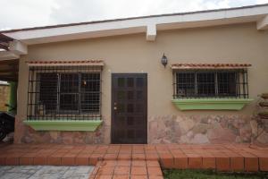 Casa En Venta En Valencia - Colinas de Guataparo Código FLEX: 19-17238 No.1