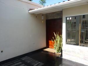 Casa En Venta En Maracay - Los Chaguaramos Código FLEX: 19-17365 No.1