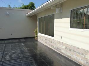 Casa En Venta En Maracay - Los Chaguaramos Código FLEX: 19-17365 No.2