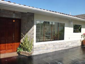 Casa En Venta En Maracay - Los Chaguaramos Código FLEX: 19-17365 No.3