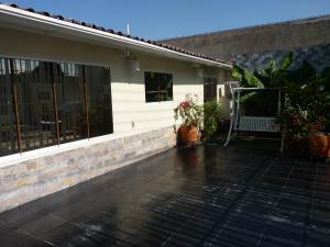 Casa En Venta En Maracay - Los Chaguaramos Código FLEX: 19-17365 No.4