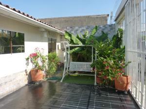Casa En Venta En Maracay - Los Chaguaramos Código FLEX: 19-17365 No.5