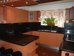 Casa En Venta En Maracay - Los Chaguaramos Código FLEX: 19-17365 No.12