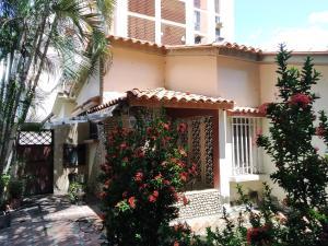 Casa En Venta En Maracay - Los Caobos Código FLEX: 19-17803 No.1