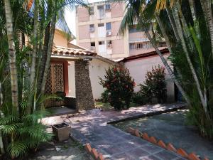 Casa En Venta En Maracay - Los Caobos Código FLEX: 19-17803 No.2