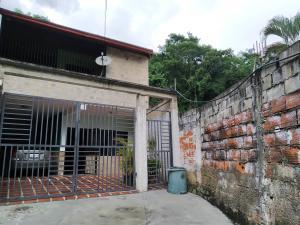 Casa En Venta En Maracay - El Limon Código FLEX: 19-17852 No.0