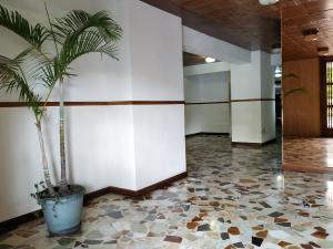 Apartamento En Venta En Caracas - La Boyera Código FLEX: 18-16077 No.2