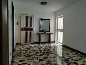 Apartamento En Venta En Caracas - La Boyera Código FLEX: 18-16077 No.4