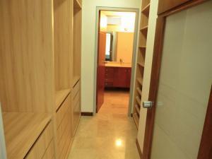 Apartamento En Alquiler En Caracas - Los Naranjos de Las Mercedes Código FLEX: 20-694 No.10