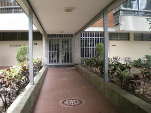 En Alquiler En Caracas - Altamira Código FLEX: 19-20472 No.1