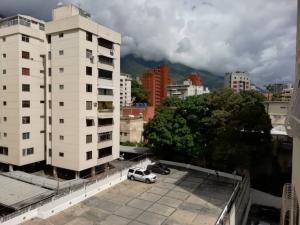 Apartamento En Venta En Caracas - Los Palos Grandes Código FLEX: 20-940 No.11