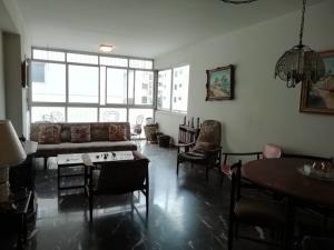 Apartamento En Venta En Caracas - Los Palos Grandes Código FLEX: 20-940 No.4