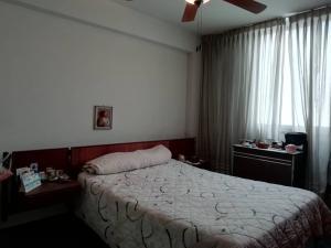 Apartamento En Venta En Caracas - Los Palos Grandes Código FLEX: 20-940 No.12