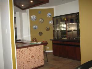 Casa En Venta En Valencia - Altos de Guataparo Código FLEX: 20-2376 No.6