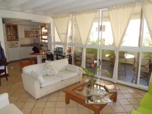Apartamento En Venta En Valencia - Campo Alegre Código FLEX: 20-2783 No.3