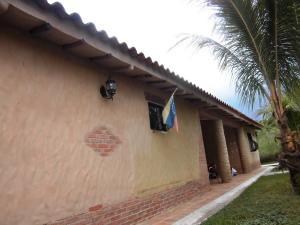 Casa En Venta En Valencia - Colinas de Guataparo Código FLEX: 20-2816 No.1