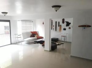 Casa En Venta En Valencia - El Parral Código FLEX: 20-4421 No.1