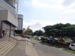 Local Comercial En Alquiler En Valencia En Valles de Camoruco - Código: 20-5321