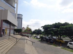 Local Comercial En Alquiler En Valencia En Valles de Camoruco - Código: 20-5326
