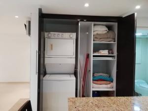 Apartamento En Venta En Caracas - Colinas de Bello Monte Código FLEX: 20-6421 No.12