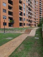 Apartamento En Venta En Caracas - Colinas de La Tahona Código FLEX: 20-7646 No.1