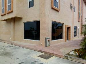 Local Comercial En Alquiler En Valencia - Zona Industrial Código FLEX: 20-7648 No.1