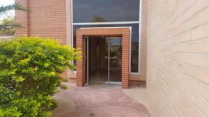 Local Comercial En Alquiler En Valencia - Zona Industrial Código FLEX: 20-7662 No.1