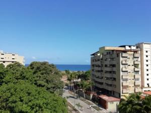 Apartamento En Venta En Parroquia Caraballeda - Tanaguarena Código FLEX: 20-6433 No.2